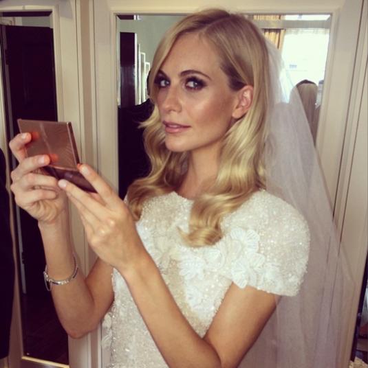 poppy delavigne preparandose para casarse normcoregirl