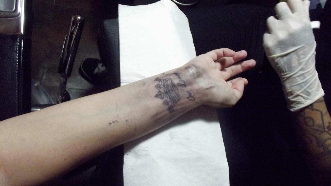 tatoo corona chica