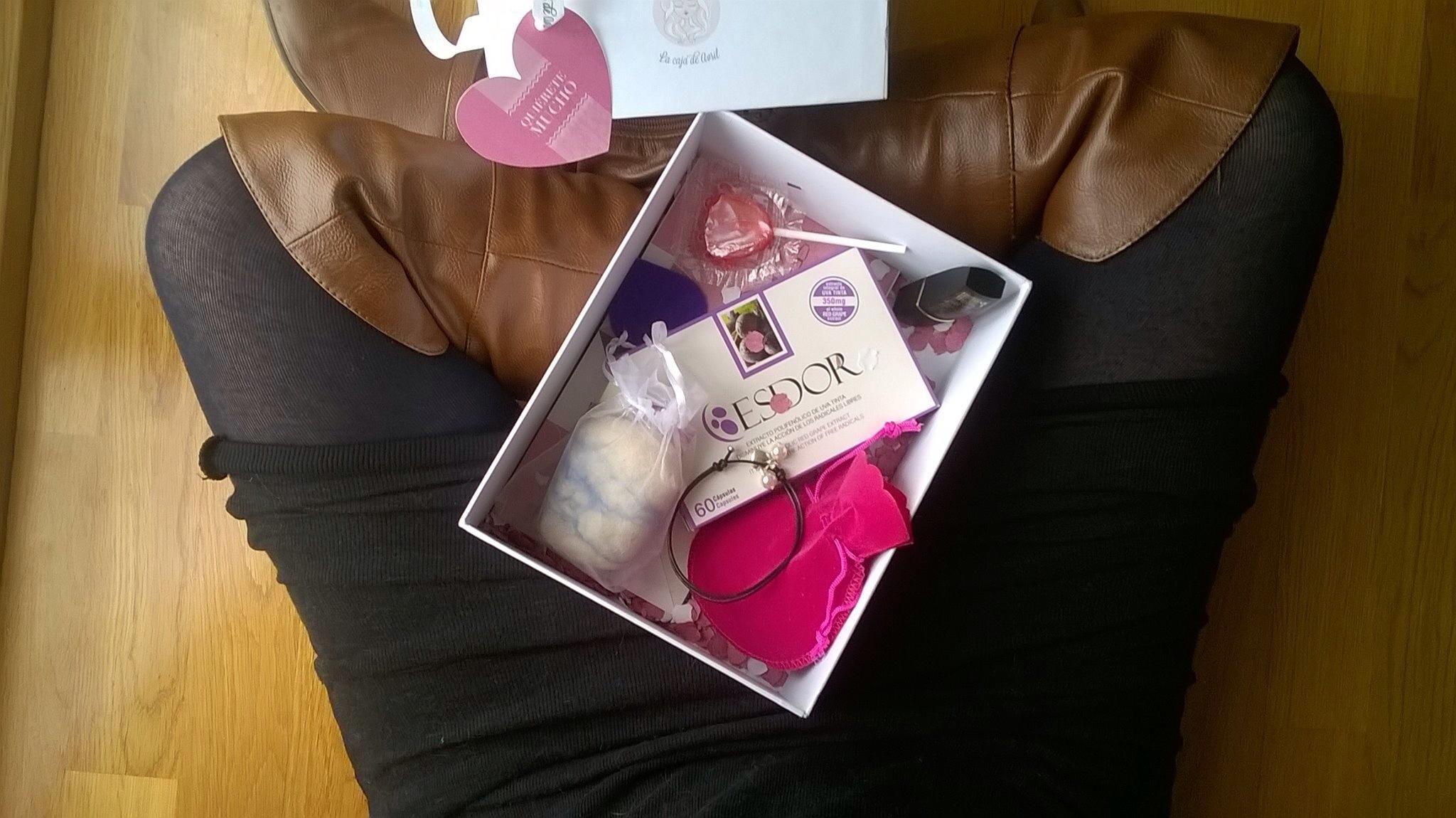 la caja de avril febrero normcoregirl