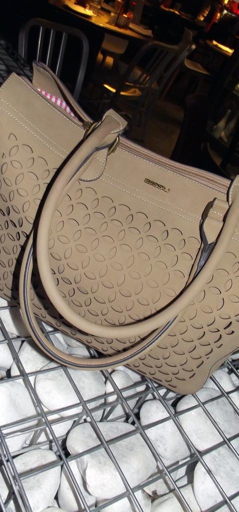 streetstyle bissu bags and escorpions codorniu frizz 5,5 normcore girl influencer arantxa perez jaramillo bissu bags