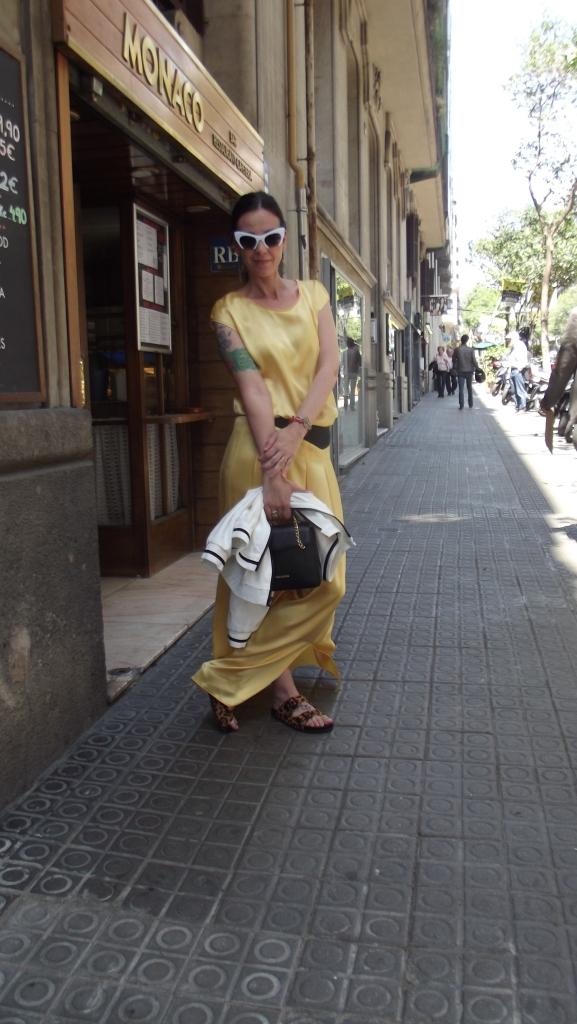 normcore girl agnes sunyer lujo comodo emerjente