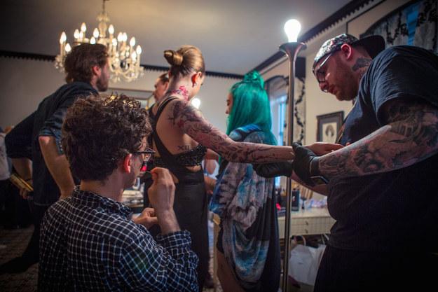 tatuajes-cara-delevingne-normcore girl gala met 2015