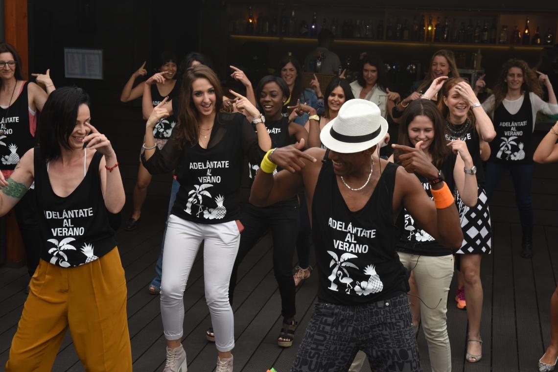 comodynes influencer normcore girl al caribe con comodynes