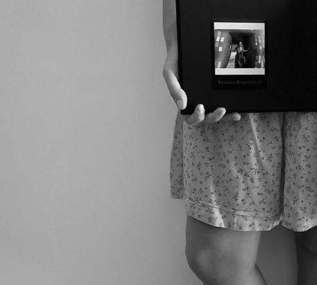 cheerz normcore girl influencer spanish blogger polaroid