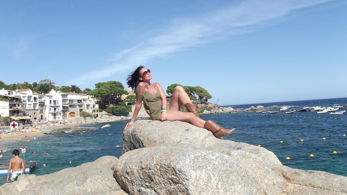 hostal la estrella normcore girl influencer spanishblogger costabrava
