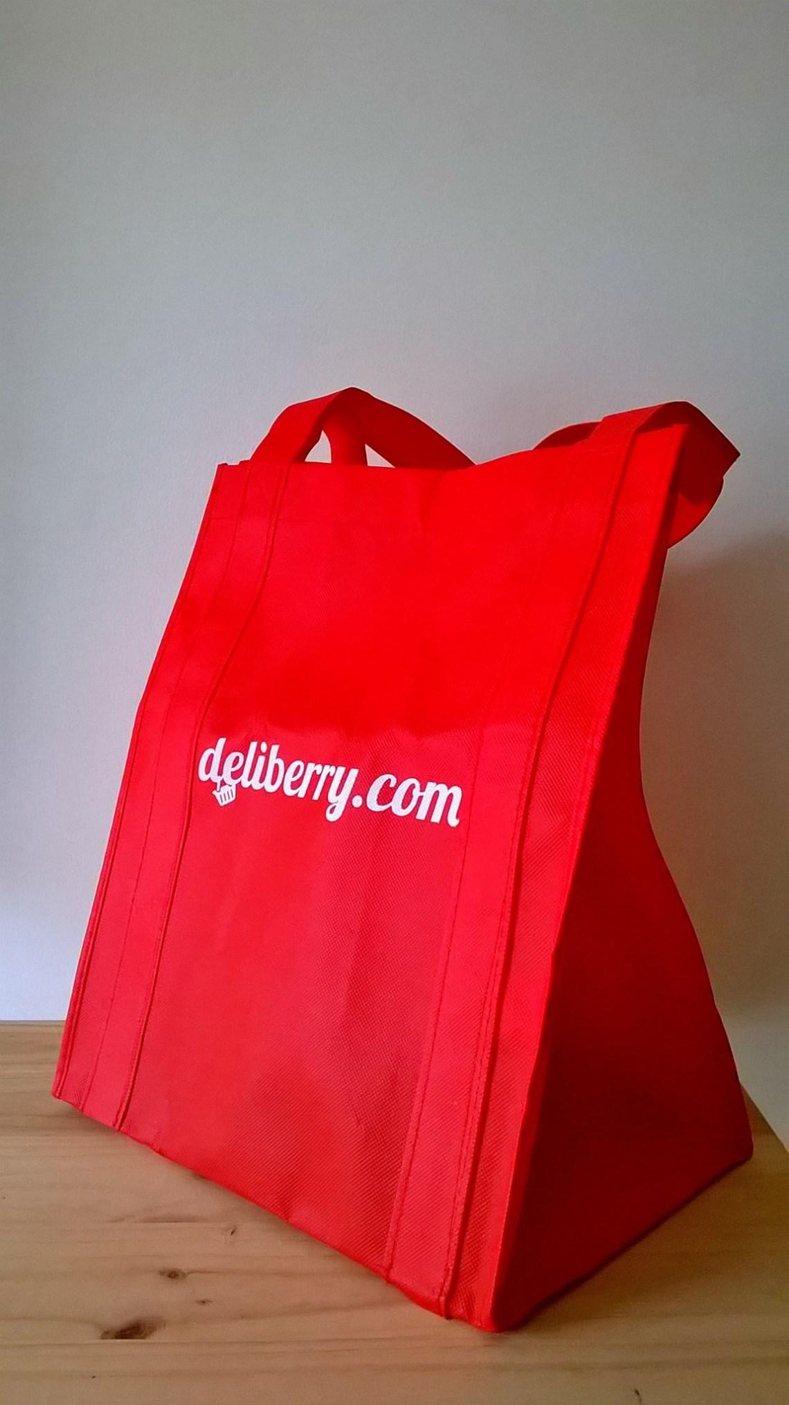 deliberry super online normcore girl influencer mama shopper