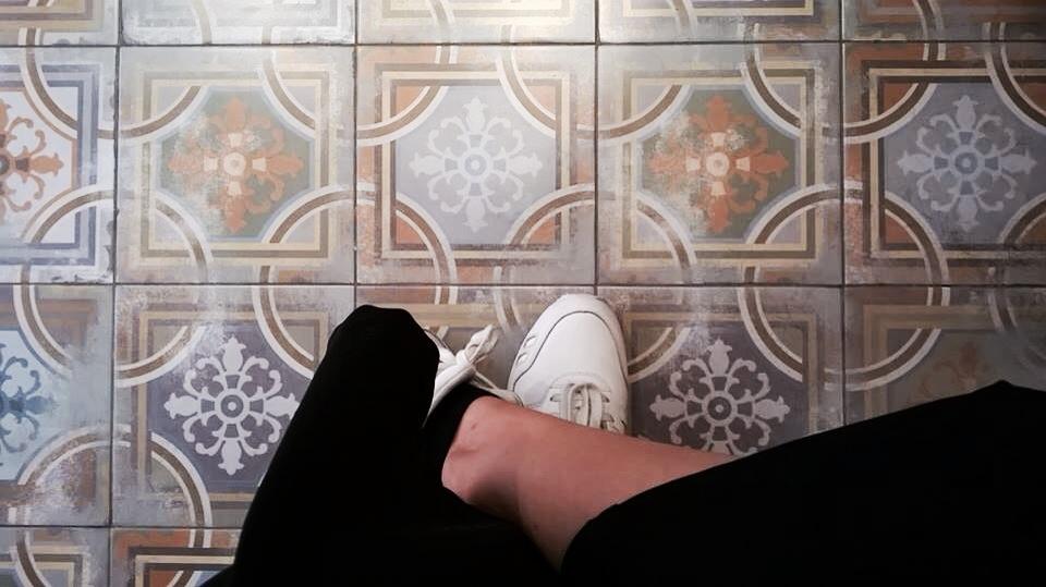 tile addiction normcore girl influencer spanish blogger