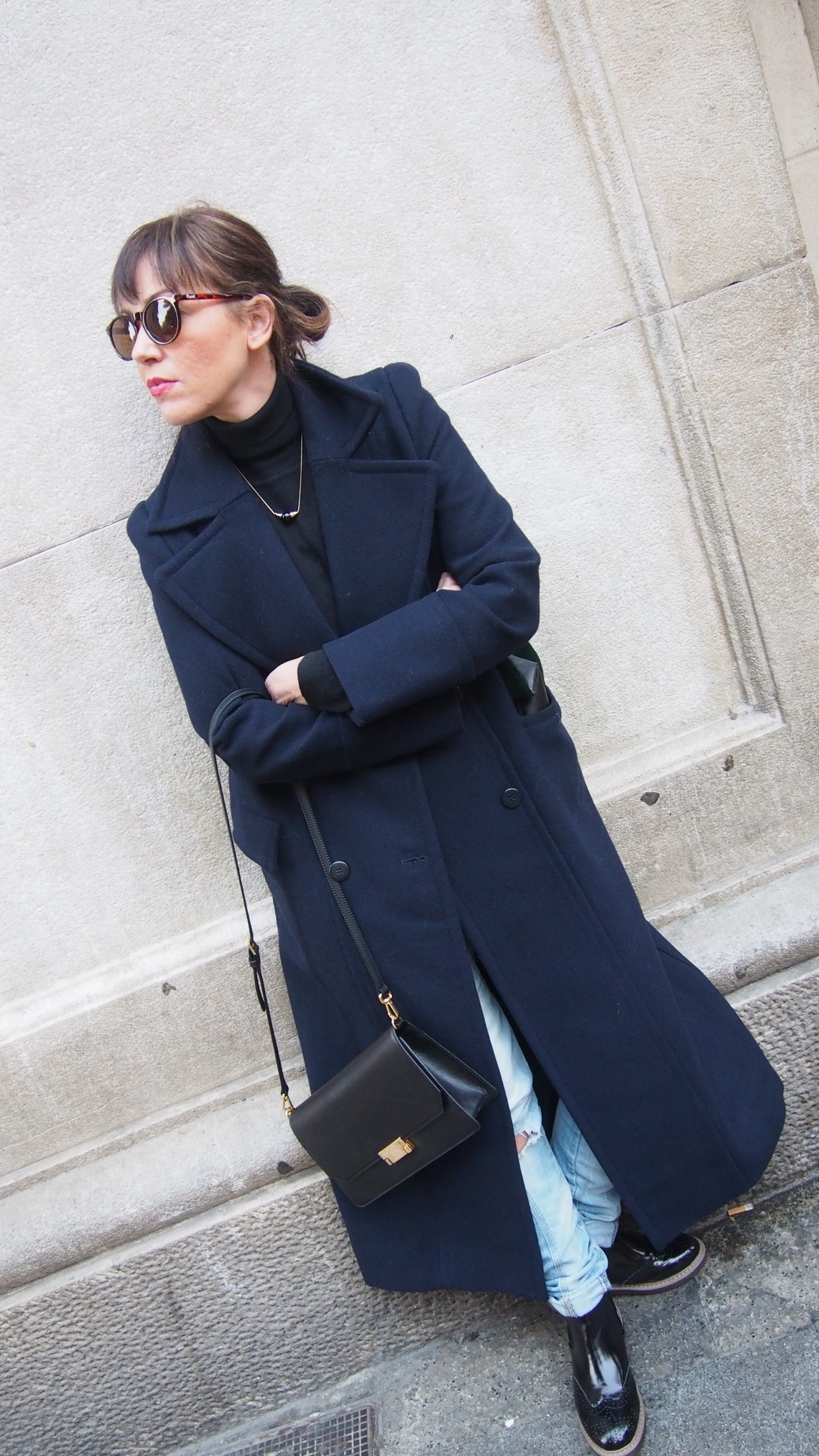 long coat normcore girl influencer oxford boots