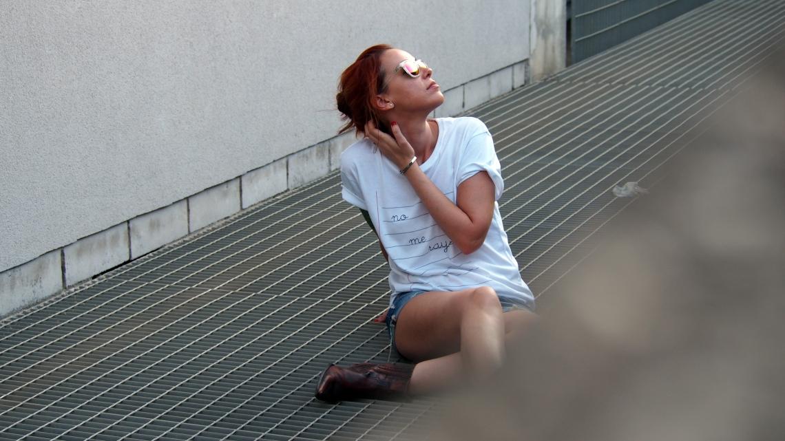 fashion blogger barcelona camisetas con mensaje y  gafas de sol