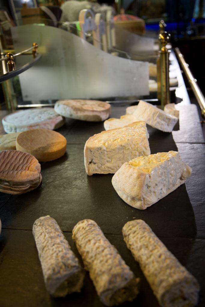 seleccion de 50 quesos travel blogger