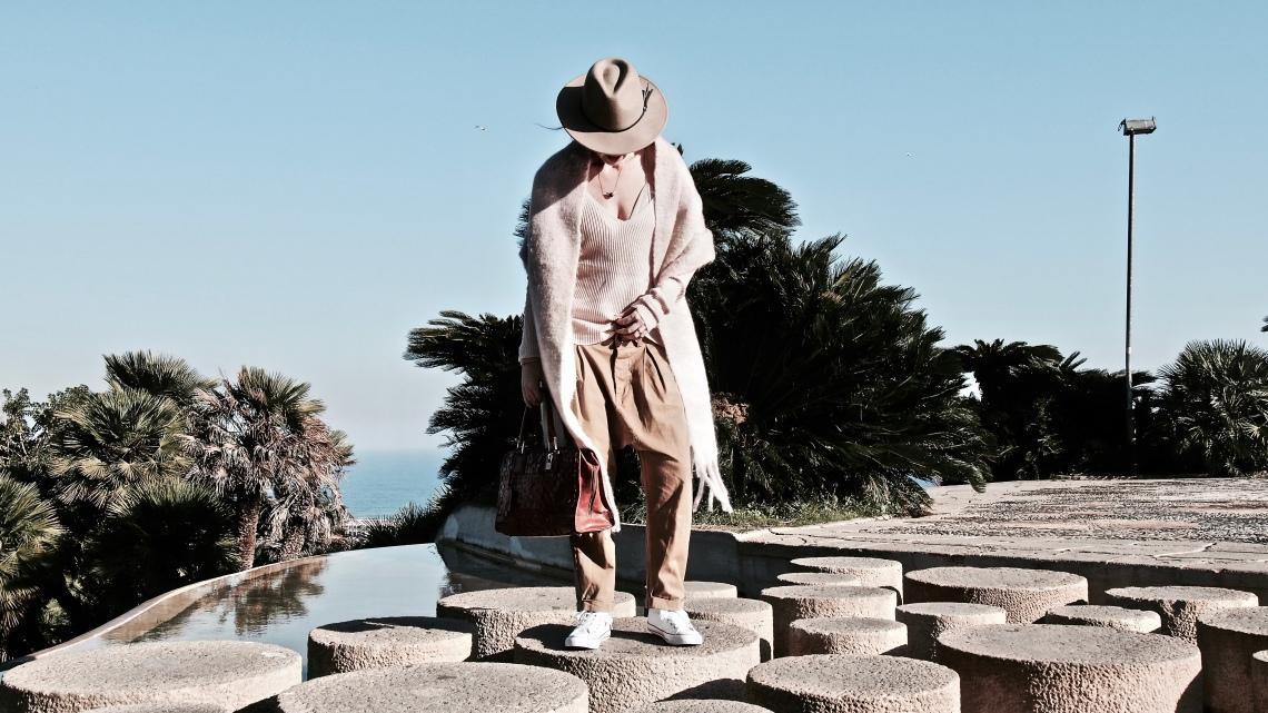 fashion blogger barcelona comfy look nude
