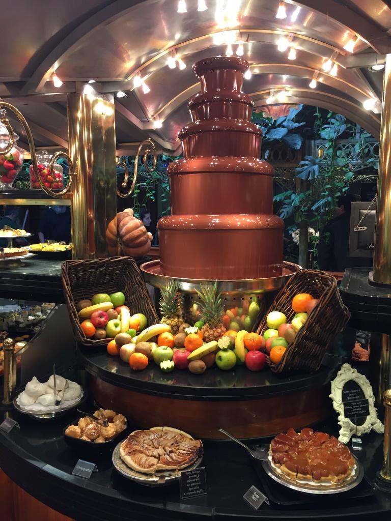 fuente de chocolate travel blogger