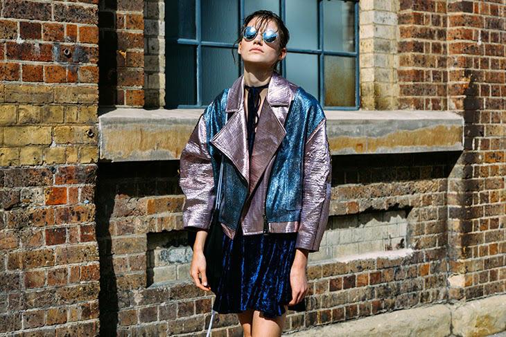 chaqueta metalizada tendencia 2017