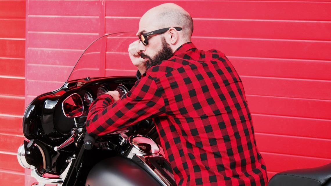 fashion blogger barcelona chico street style moto
