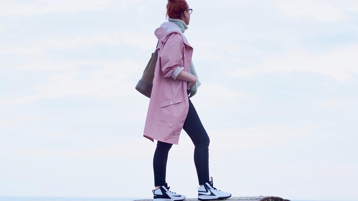 chubasquero rosa asos